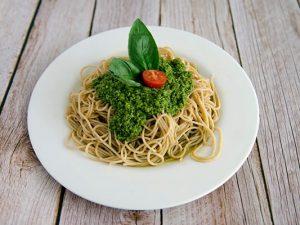 Espagueti de espelta integral al pesto