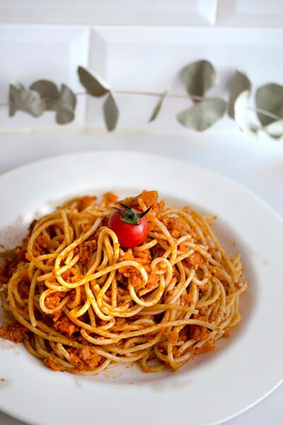 Espaguetis con salsa de cacahuetes y lima